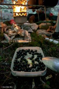 Mustikat koristivat myös aamupuuroa - näillä jaksaa, sinne seuraavaan nälkään asti.