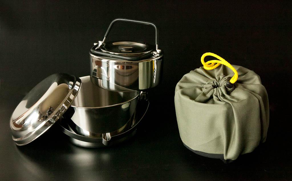 Monikäyttöinen peruspaketti: Kattila, kansi, kahvipannu ja Juuvi.